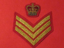 COLOUR SARNT STAFF SGT CHEVRON AND CROWN GOLD ON SCARLET MESS DRESS UNIFORM