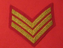 MESS DRESS 3 BAR SERGEANT CHEVRON GOLD ON SCARLET BADGE