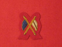 MESS DRESS CROSSED FLAGS GOLD ON SCARLET BADGE