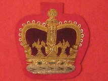 NUMBER 1 DRESS WO2 COMPANY SARNT MAJOR CSM CROWN GOLD ON SCARLET BADGE