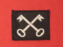 BRITISH ARMY 2ND INFANTRY DIVISION FORMATION BADGE CROSSED KEYS BLACK AND WHITE