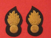 GRENADIER GUARDS OFFICERS COLLAR BADGES PAIR OF NUMBER 1 DRESS GOLD GRENADES