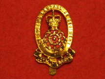 THE QUEENS LANCASHIRE REGIMENT CAP BADGE